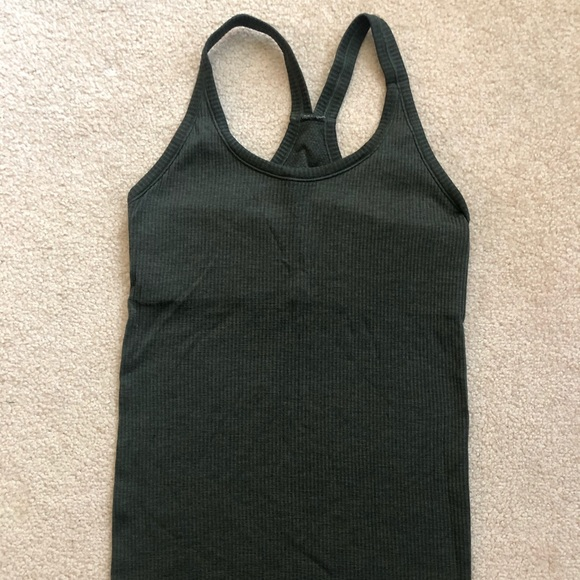 Lululemon ribbed tank top w built in bra